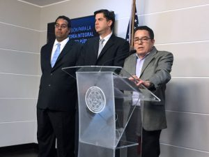 From left: Attorney Alvin Velázquez, Economist Mario Marazzi and Commission Chair Roberto Pagán offer details of the pre-audit Thursday.