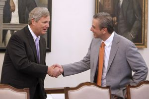 USDA Secretary Tom Vilsack met with Gov. García-Padilla and other island leaders during his visit this week.