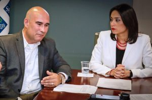 Gamaliel Malavé, owner of The Growth Coach and Olga Ramos, senior director of Sam's Club Puerto Rico discuss the details of the new program.