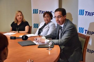 From left: Isabel Soto-Albors, director of Total Rewards & Compliance of Walmart Puerto Rico; Elena Díaz, vice-president of Account Management at Triple-S; and, José Novoa, Chief Medical Officer of Triple-S.