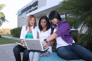 Each student received $200 to cover expenses related to their education at the Universidad del Este (known as UNE) campus, such as computers, school supplies, books, transportation, and food, among others, restaurant executives said.