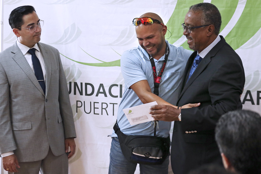 From left, Frankie Miranda, senior vice president of the Hispanic Federation, student Jonuel J. Valderrama and FCPR President Nelson Colón-Tarrats.
