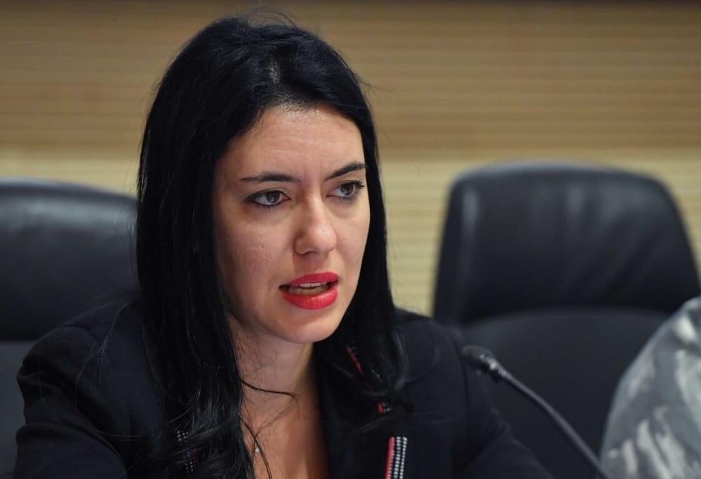 """Precariato, Azzolina: """"Sulle graduatorie il Parlamento può intervenire"""""""