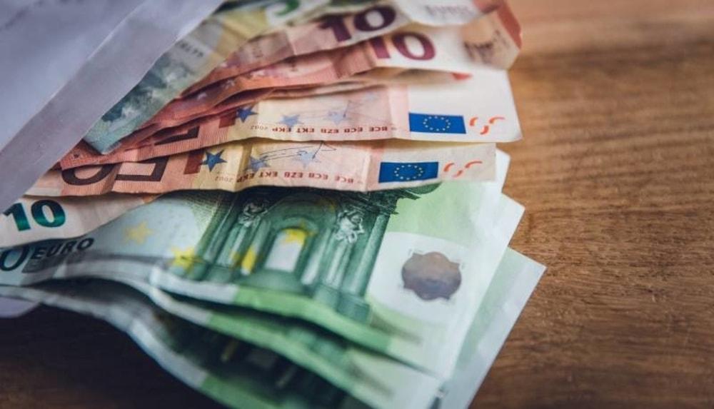 Contratti Dipendenti Pubblici: 50 euro in più di stipendio, ma meno per la Scuola