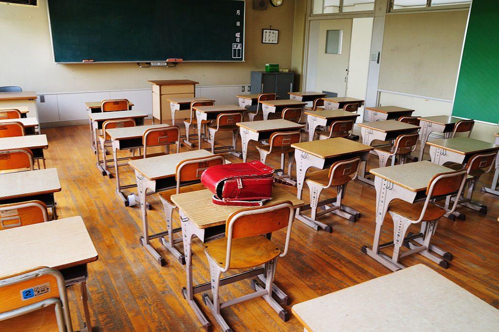 Rientro a scuola per le scuole superiori l'11 gennaio