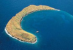 Molokini-Crater-Snorkelling-Cruise-from-Maui-hawaii