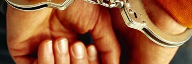 manette-arresto_oggetti-tecnologici-problemi-legge