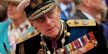 Prince Philip leaves hospital after heart procedure