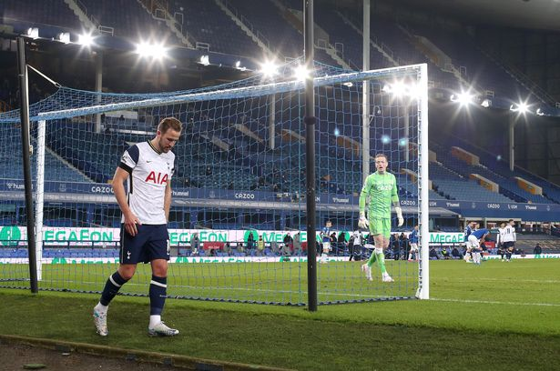 Kane's blunt update as Spurs sweat on talisman's fitness after Everton injury