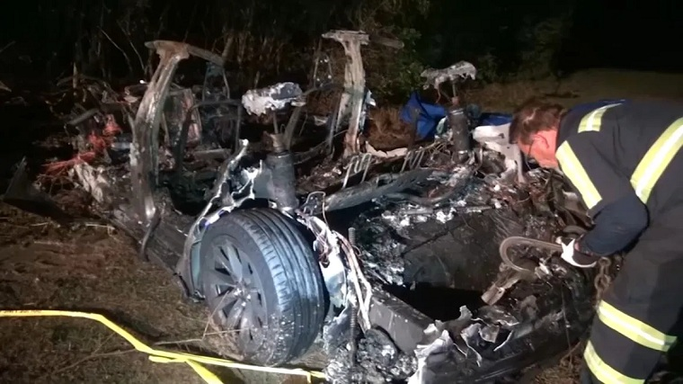 Memorial Hermann doctor identified as 1 of 2 killed in fiery Tesla crash in The Woodlands