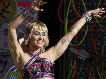 Miley Cyrus Rocks Out In Black Crop Top For Epic Performance At NCAA March Madness — Watch