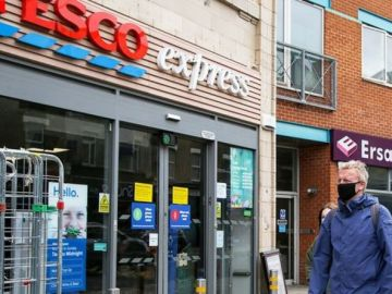 Tesco issues face mask announcement after complaints - masks still mandatory