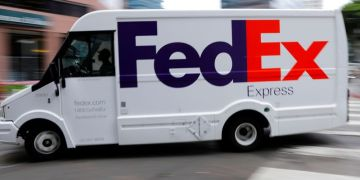 FedEx to cut debt by 11% after dollar, euro note offerings