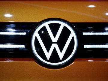 Premium cars lift Volkswagen's margins despite chip woes