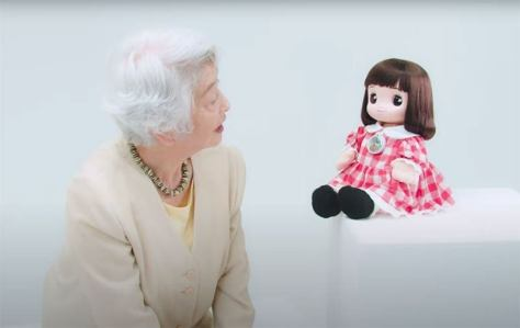 Ami-Chan is the doll that has artificial intelligence, The elderly are accompanied in their confinement