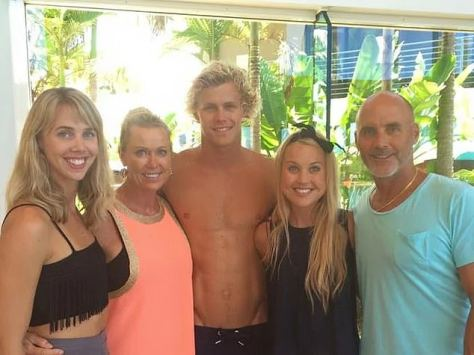 Family:Her mother Lisa Curry, a champion swimmer, shared Jaimi with her ironman ex-husband Grant Kenny (far right)