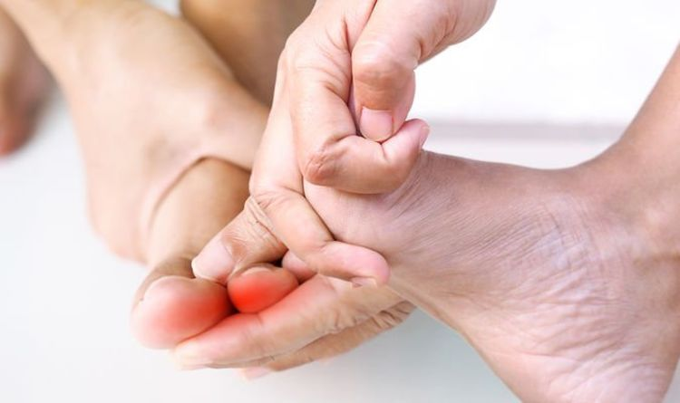 Vitamin B12 deficiency: Two signs in your toes of having low levels for a 'long time'