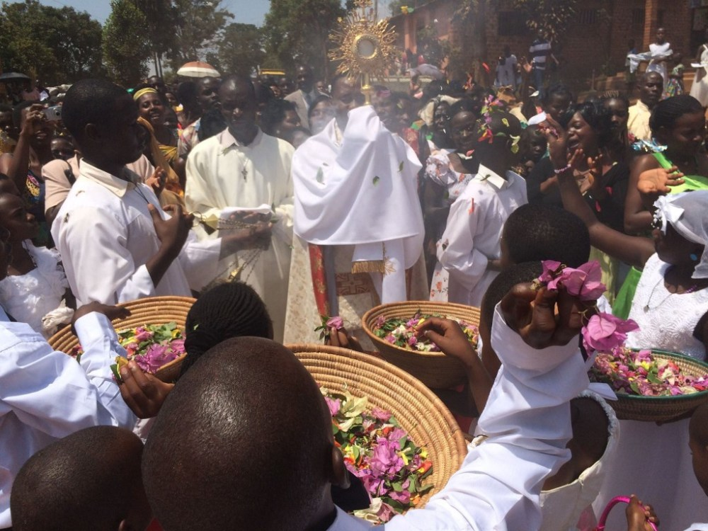 Friar Edward Wambua, OFM Conv. led the thousands who gathered for the Eucharistic Procession on the Solemnity of the Most Holy Body and Blood of Christ (Corpus Christi), at St. Francis Catholic Church in Matugga, Uganda. At the 10:00 am Mass that day, 200 children received First Eucharist.