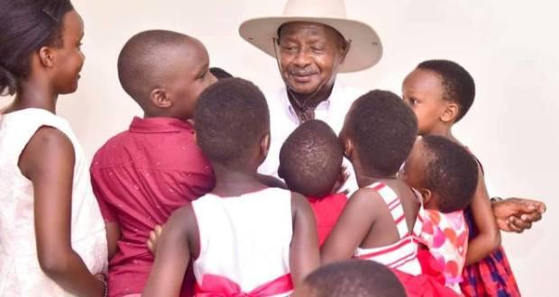 museveni visits children