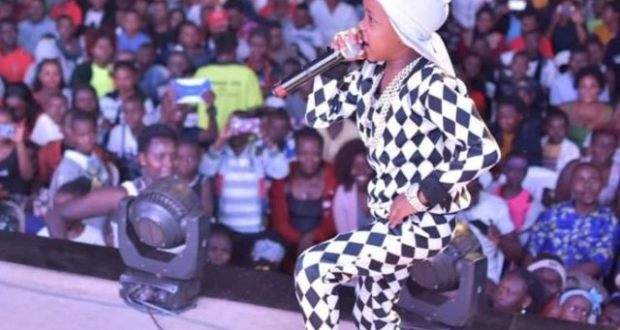 Fresh Kid Entertained Fans On The Same Stage With The Nigeria's Emmanuela