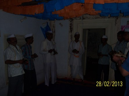 Warkaris' singing bhajans