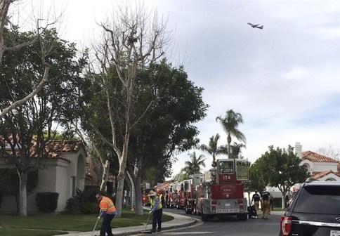 Bildergebnis für Plane crashes into California house killing 5
