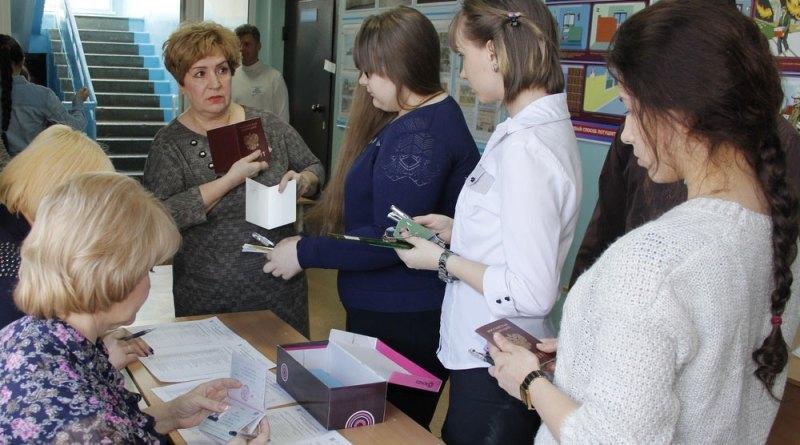 Российские выпускники сдают сегодня ЕГЭ по математике базового уровня