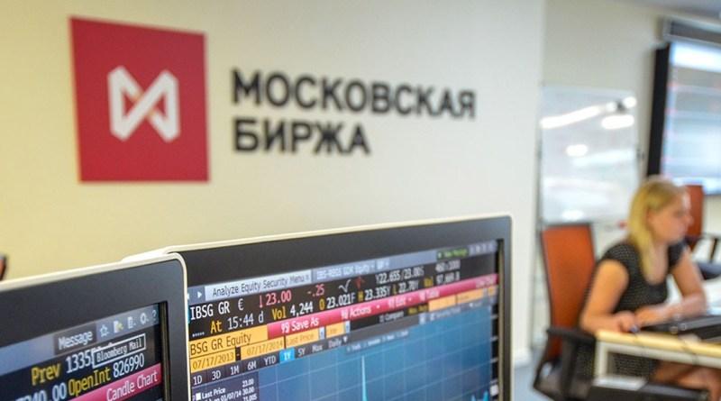 Рубль умеренно укрепляется на фоне растущей нефти