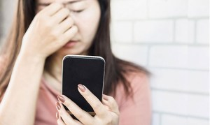 excessive use of mobiles lead to eyesight problems