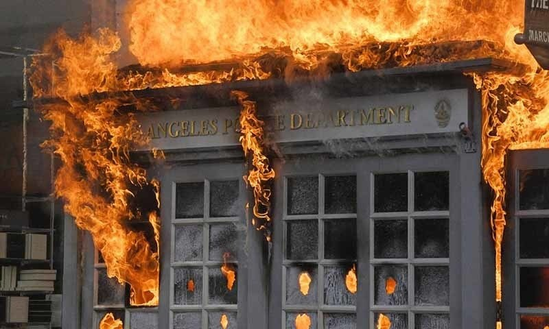 Killing of black in usa - Protesters set fire to important buildings, including police stations -