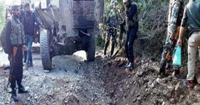 जम्मू-कश्मीर के पुलवामा में हुए आईईडी विस्फोट में सेना के 7 जवान घायल हो गए हैं।
