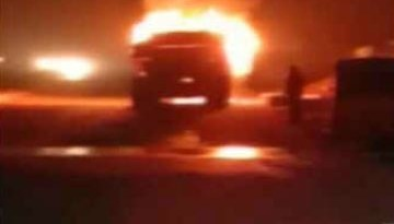 यमुना एक्सप्रेस वे पर एक टैंकर ने दूसरे टैंकर को टक्कर मार दी जिसके बाद टैंकर में ब्लास्ट होने के साथ ही आग लग गई।