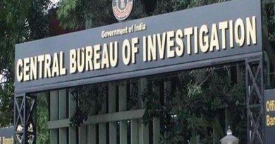 सीबीआई के डीआईजी मनीष कुमार सिन्हा ने आरोप लगाया है कि मोदी सरकार में कोयला एवं खदान राज्य मंत्री हरिभाई पार्थीभाई पटेल ने मोईन कुरैशी मामले में करोड़ों रुपए की रिश्वत ली।