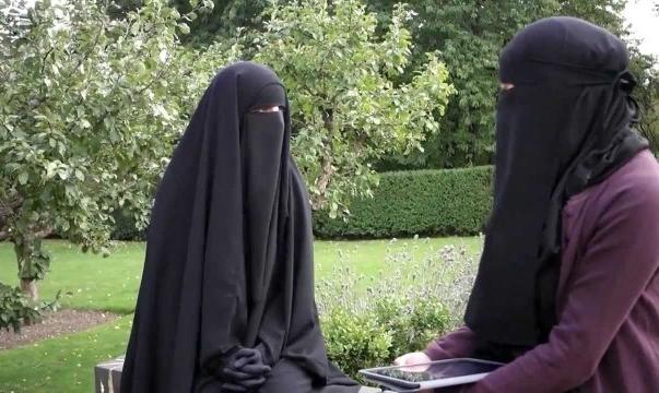 उत्तर प्रदेश के बुलंदशहर में दो सगी बहनों को ट्रिपल तलाक देने के बाद उन पर हलाला का दबाव बनया जा रहा है।