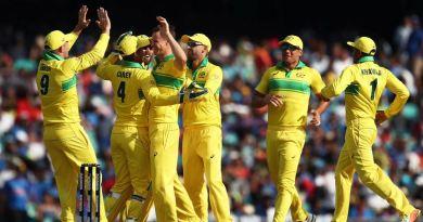 ऑस्ट्रेलिया के खिलाफ तीन मैचों की वनडे सीरीज के पहले मैच में टीम इंडिया को हार का सामना करना पड़ा है।