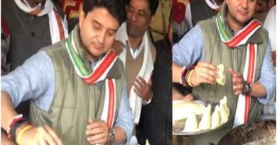 ज्योतिरादित्य सिंध्या ने समोसा तलने का वीडियो ट्विटर पर शेयर करते हुए प्रधानमंत्री मोदी पर तंज कसा है।