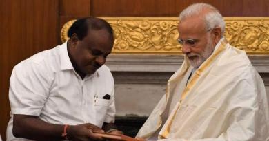 कर्नाटक के सीएम एचडी कुमारस्वामी ने पीएम मोदी पर संसद में किसानों की कर्जमाफी पर दिए बयान पर पटलवार किया है।