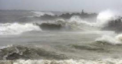 चक्रवाती तूफान 'फेनी' लगातार गंभीर होता जा रहा है। 24 घंटे में ये तूफान और खतरनाक हो जाएगा।
