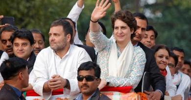 कांग्रेस महासचिव प्रियंका गांधी वाराणसी से पीएम मोदी के खिलाफ लोकसभा चुनाव लड़ सकती हैं।