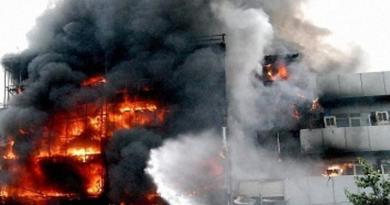 दिल्ली के जनकपुरी में सूरत अग्निकांड जैसा मामला सामने आया है। यहां पर एक गर्ल्स हॉस्टल में भीषण आग लगने से 6 लड़कियां बेहोश हो गई हैं।