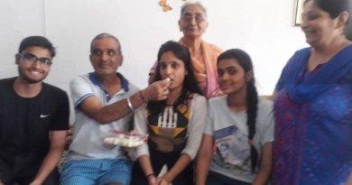 गौरांगी चावला अपने परिवार के साथ