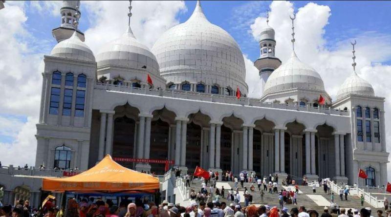 चीन में पहले ही दबाव में रह रहे मुस्लिम समाज के सामने नई मुसीबत आ गई है। चीन अब अल्पसंख्यक मुस्लिम उइगुर समुदाय के लोगों के रोजा रखने पर भी पाबंदी लगा रहा है।