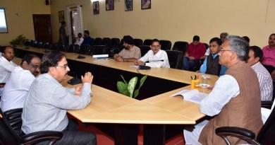 सीएम त्रिवेंद्र सिंह रावत ने ली बैठक