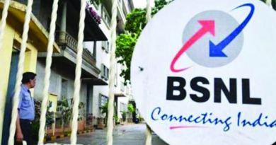 कर्ज में डूबी सरकारी टेलिकॉम कंपनी बीएसएनएल की हालत धीरे-धीरे और खराब होती जा रही है।