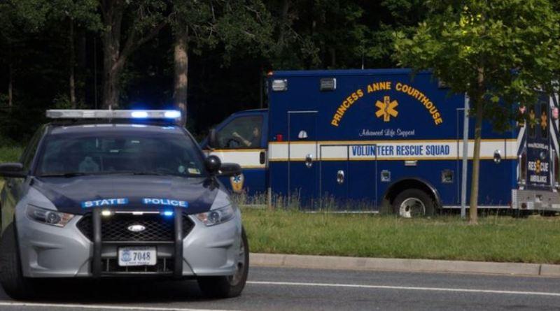 अमेरिका में मास शूटिंग की वारदात के एक बार फिर हुई है। वर्जीनिया बीच पर एक सनकी ने लोगों की भीड़ में फायरिंग कर दी। घटना में 11 लोगों की मौत हो गई।