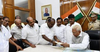कर्नाटक में एचडी कुमारस्वामी की सरकार गिर गई है। कुमारस्वामी सरकार के पक्ष में 99 वोट पड़े। जबकि बीजेपी के पक्ष में 105 वोट पड़े हैं।