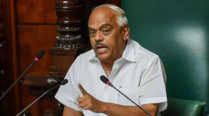 गुरुवार देर शाम विधानसभा स्पीकर केआर रमेश कुमार ने एक निर्दलीय विदायक आर शंकर समेत कांग्रेस के दो बागी विधायक रमेश एल.जे. और महेश कुमाथली को अयोग्य घोषित कर दिया है।