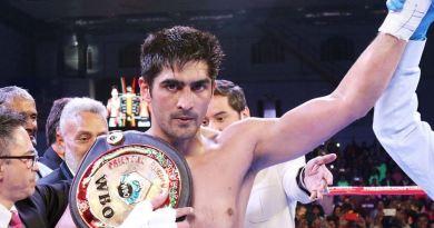 करीब एक साल बाद रिंग में उतरते ही पेशेवर मुक्केबाज विजेंदर सिंह ने धमाल मचा दिया है। उन्होंने अपनी जीत का सिलसिला जारी रखा।