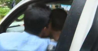अपने संसदीय क्षेत्र वायनाड गए राहुल गांधी के लिए बुधवार को उस वक्त बहुत अजीब स्थिति बन गई जब एक शख्स ने उन्हें KISS कर लिया।
