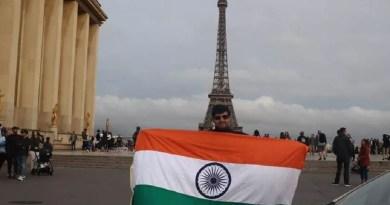 उत्तराखंड के लाल ने पेरिस में एफिल टावर के सामने अपनी कार को खड़ी करके दुनिया को शांति का संदेश दिया है।